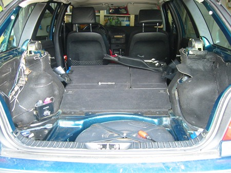 Kofferraumeinbuen rausgebaut
