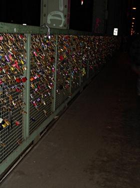 Liebesschlösser an der Hohenzoollernbrücke in Köln
