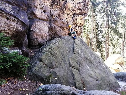 Auf Felsen gekraxelt am Töpfer