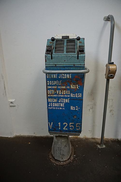 alter Fahrkartenautomat im Prager Straßenbahnmuseum