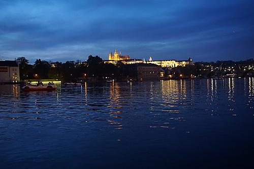 Moldau und Burg von Prag am Abend