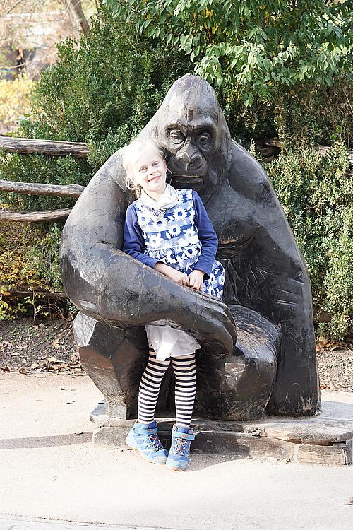 Alina mit Gorilla, Zoo Prag