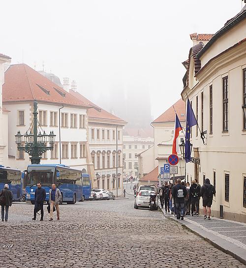 vorm Hradčanské náměstí - Hradschin Platz