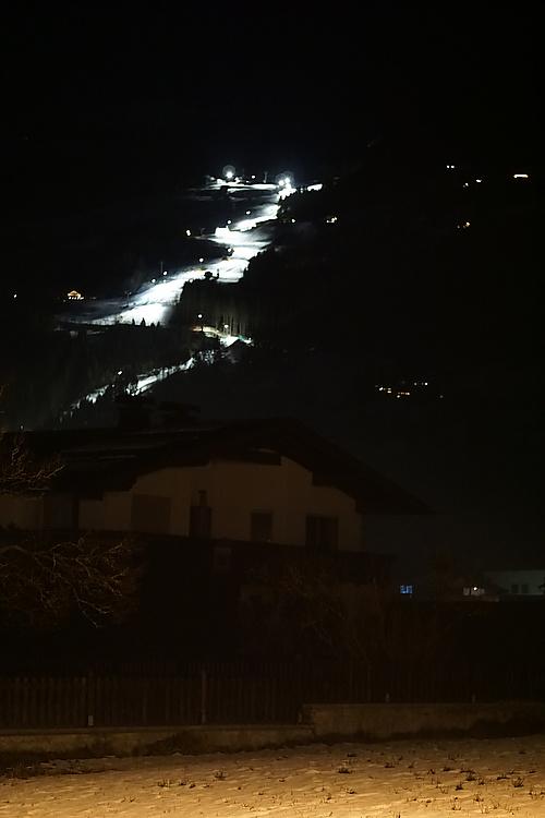 Skipiste bei Nacht, Zell am Ziller