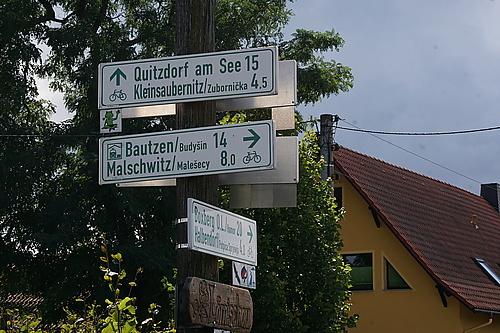 Wegweiser Froschradweg in Lomischau