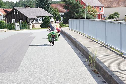 mit dem Fahrrad auf dem Froschradweg irgendwo hinter Commerau