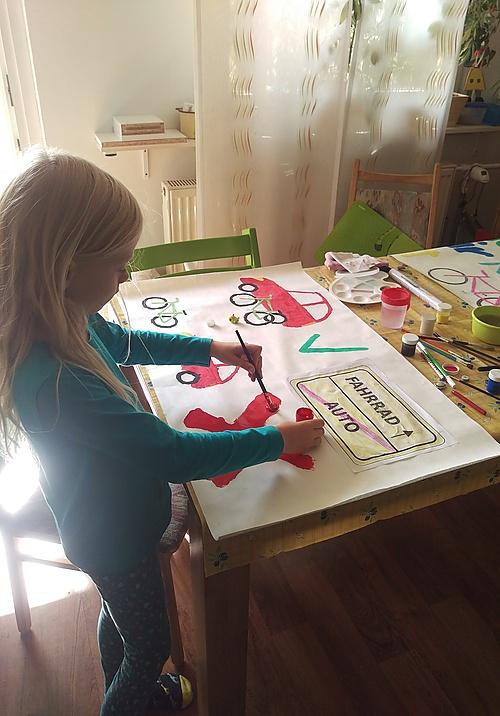 Plakate malen für die Kidical Mass Demo