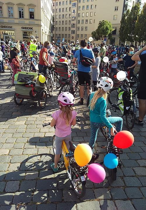Kidical Mass Demo 09/2020 auf dem Neumarkt Dresden
