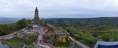 Kyffhäuser, Kaiser-Wilhelm-Denkmal vom Barbarossa-Turm aus