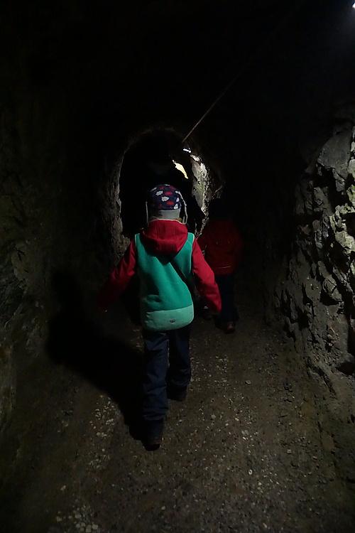 Langer Zugangsstollen zur Barbarossahöhle