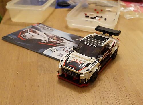 Lego Speed Champions 76896 Ńissan GTR NISMO Stickerseuche